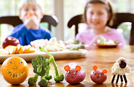Children-eating-fruits-and-veggies-pure-kids