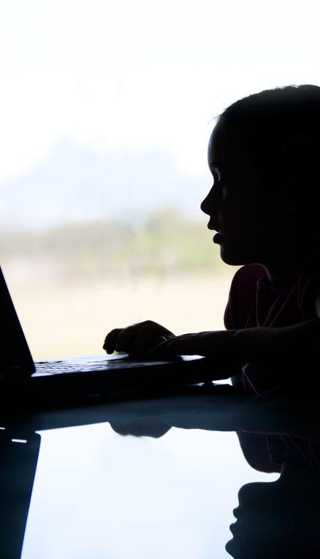 Dijital Dünyada Saldırıya Maruz Kalan Çocuğun Ebeveyni Ne Yapmalı?