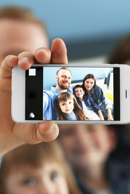 """Fotoğraf Albümlerinden Sosyal Medyaya """"Sharenting"""": Ebeveynlik ve Paylaşım"""